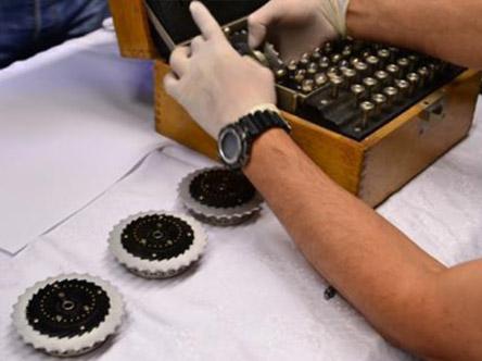 Máquina enigma desmontada en Burgos