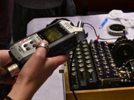 Captación de sonido de máquina enigma para su reconstrucción virtual.