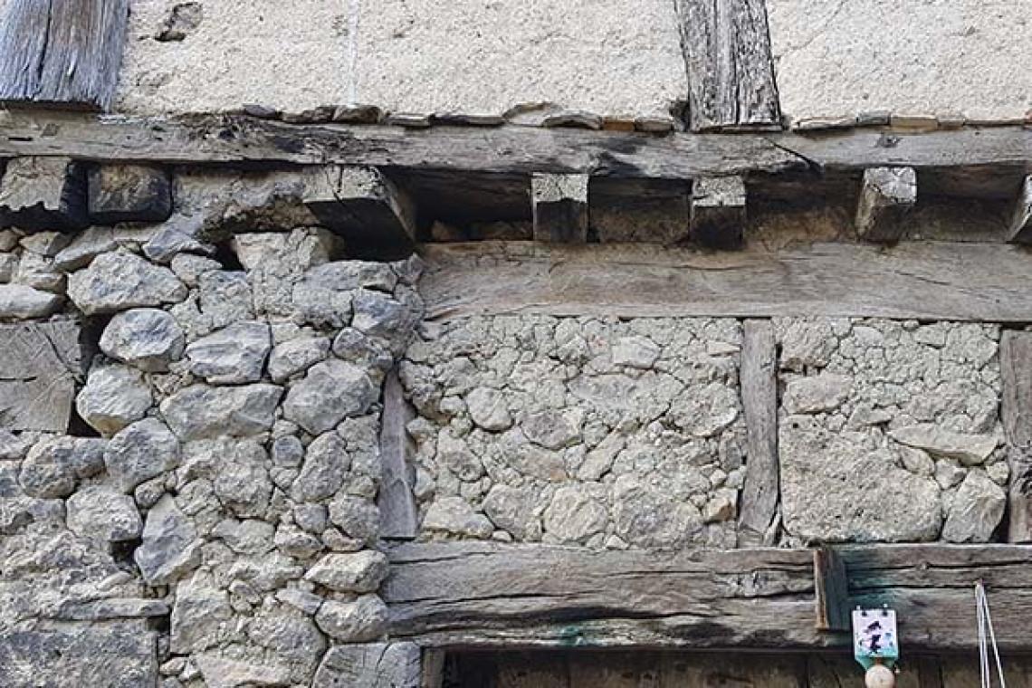 Textura pared piedra y madera